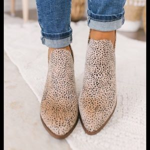 CL by Chinese Laundry Leopard Print Booties